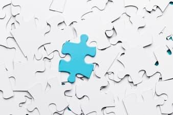 pieza-de-puzzle-azul-diferenciada